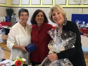 Barbara Goldstone, Susie Yuré, Lydia Friedlich with auction winnings